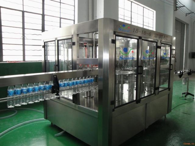 冲洗、灌装、封口三合一全自动小瓶灌装机
